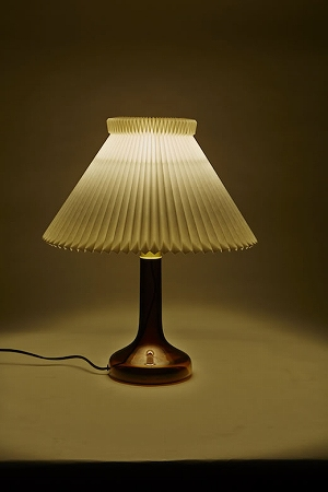s-SLOWHOUSE_LE-KLINT-343TABLE-LAMP_02